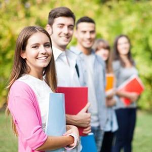 Estudia ingles en campus universitario