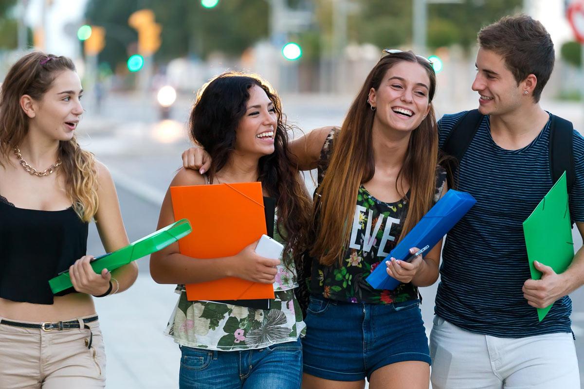 disfruta estudiando con jóvenes internacionales