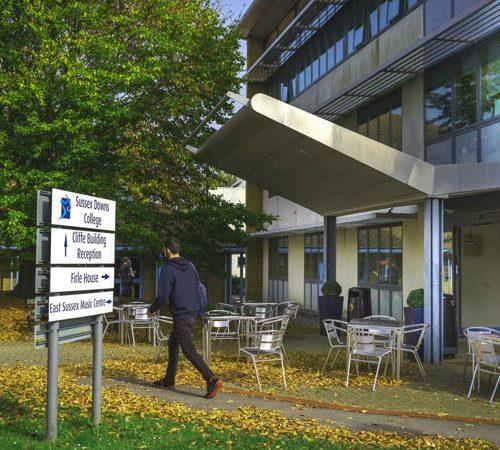 cursos subvencionados en universidades inglesas