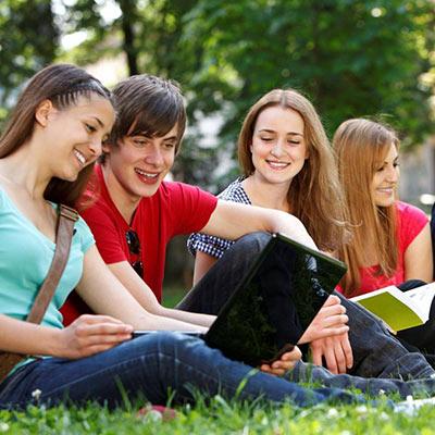 jovenes estudiando en Irlanda